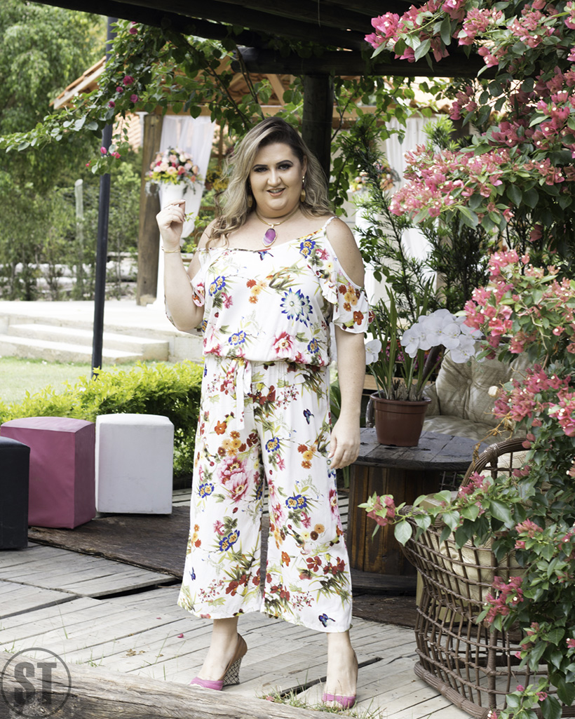 Editorial de moda com dicas para diversificar a estampa tropical com a youtuber Ingrid Babicsak