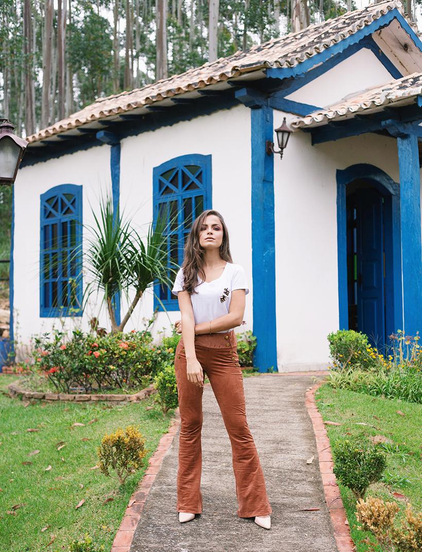 Calça de suede com com t-shirt - ROSÁLIA STORE para STYLING TIP