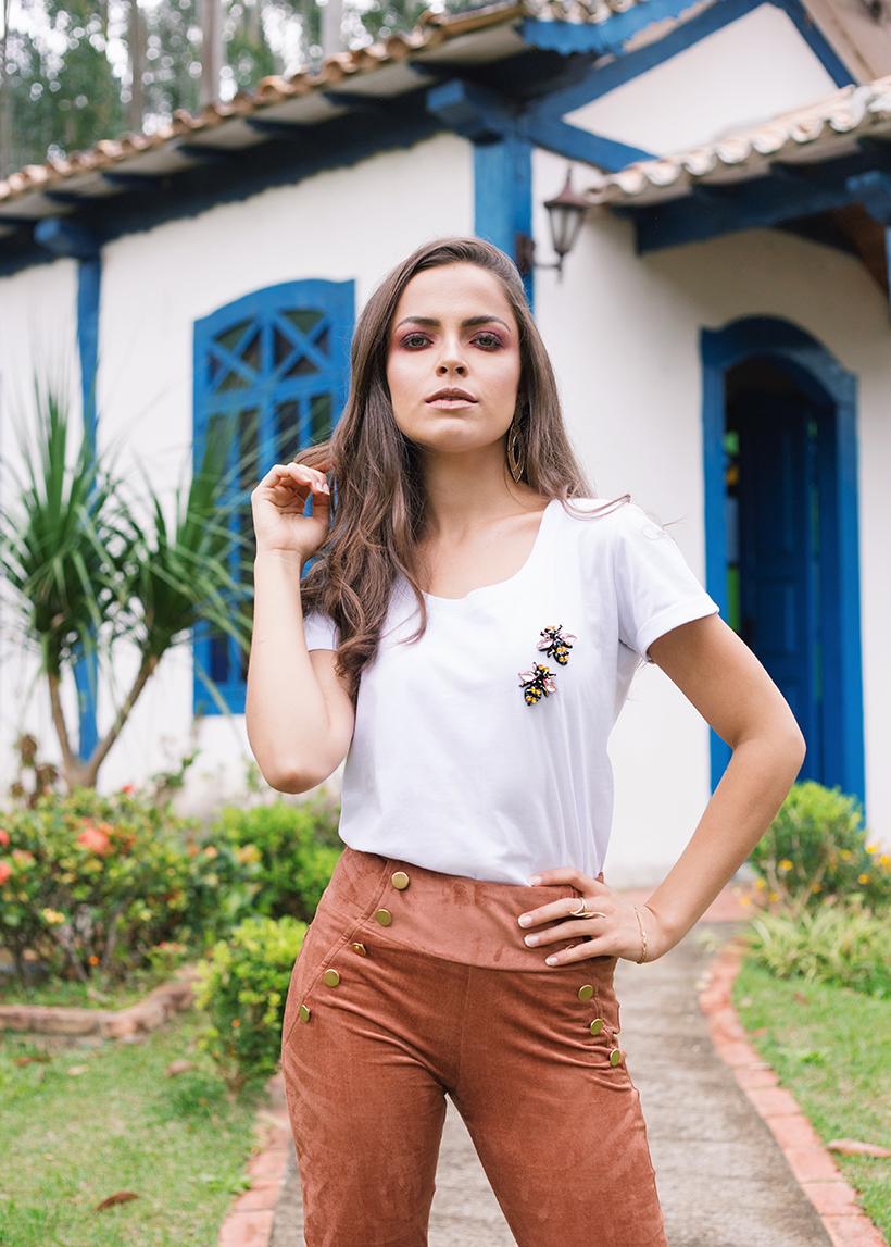 T-shirt com abelhas bordadas - ROSÁLIA STORE para STYLING TIP