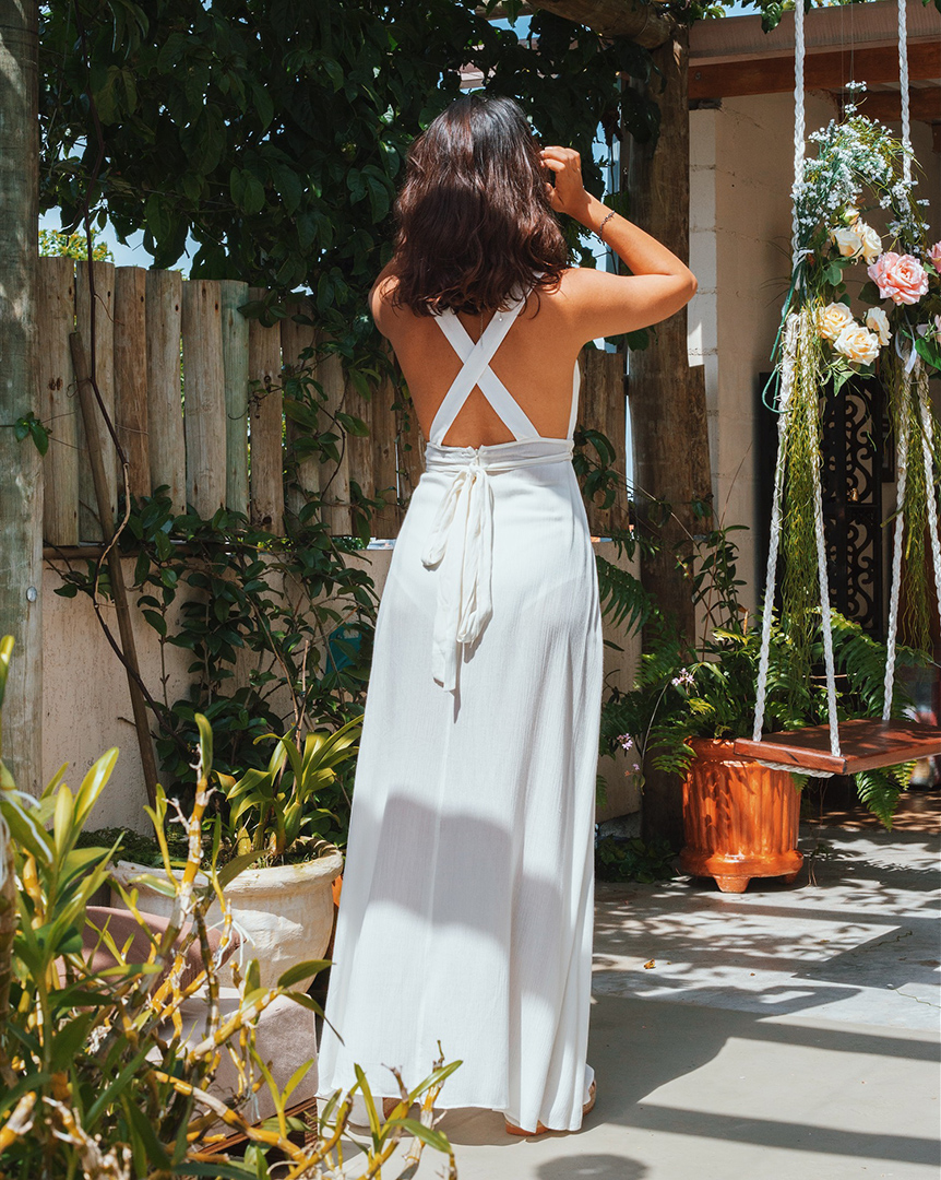 Look com vestido longo e hotpants branco - Editorial produzido pelo STYLING TIP para Espaço Muna